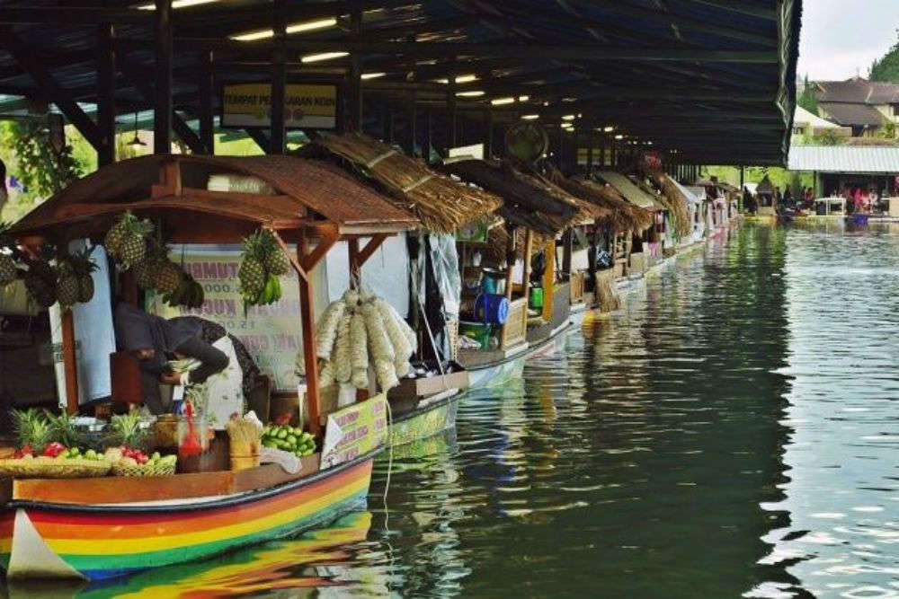 India's first 'floating market' set to open its gates for public in Kolkata this month