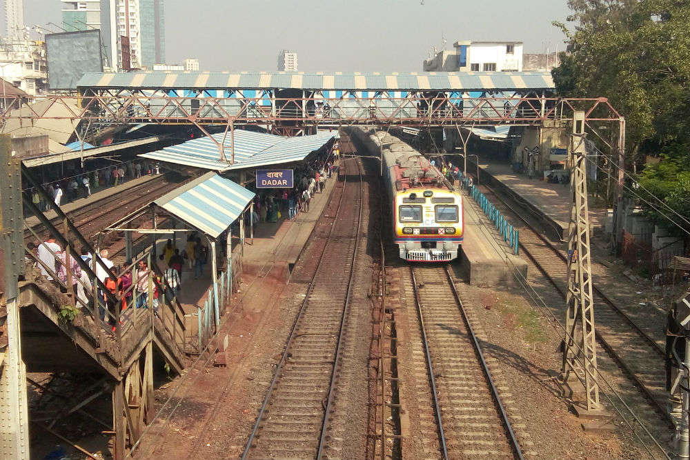 Mumbai: first-class commuters on AC locals to get tickets via new wireless device