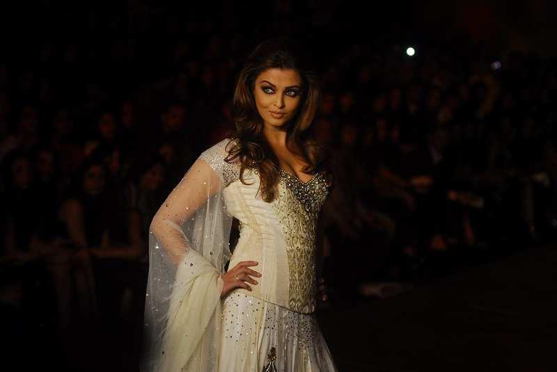 Aishwarya Rai Photos Hot Images Latest Pictures Of Aishwarya Rai Bachchan Sexy Bikini Pics Of Bollywood Actress