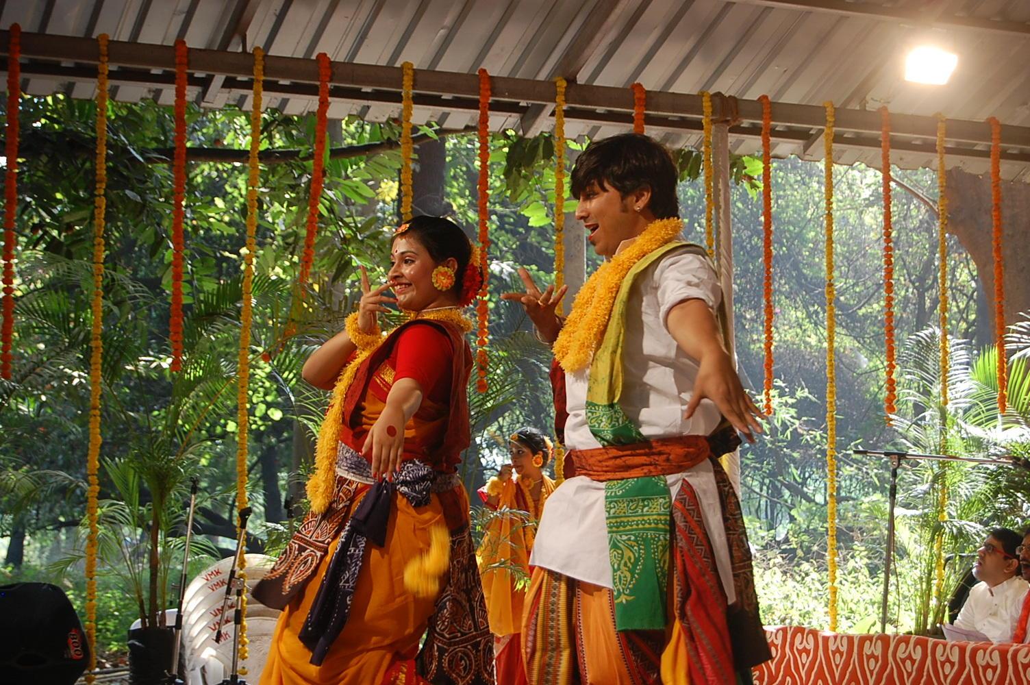 Santiniketan: Maharashtrians dance to Bengali tunes at Empress ...