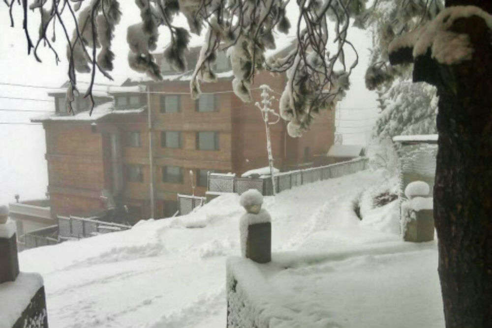 Himachal and Kashmir receive end-of-season snowfall – a reason for tourists to cheer