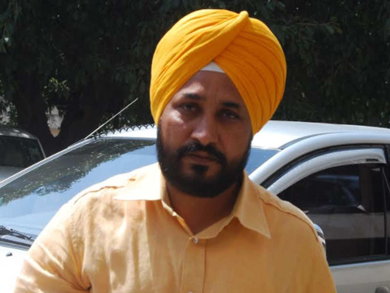Punjab minister flips coin to decide on posting of lecturers - Times of India