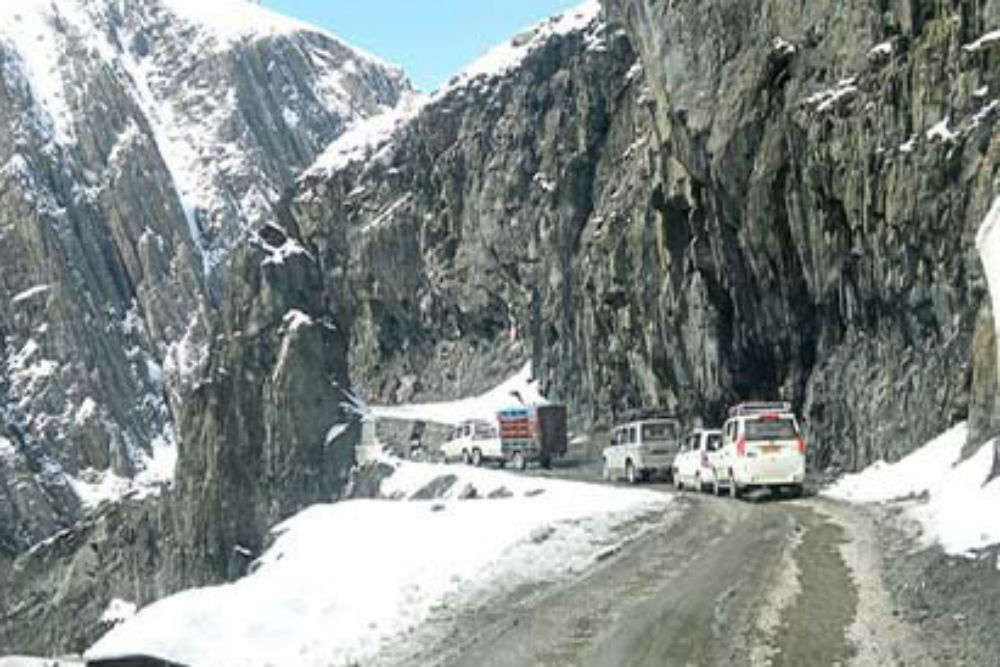 Srinagar-Sonamarg road reopens early this year
