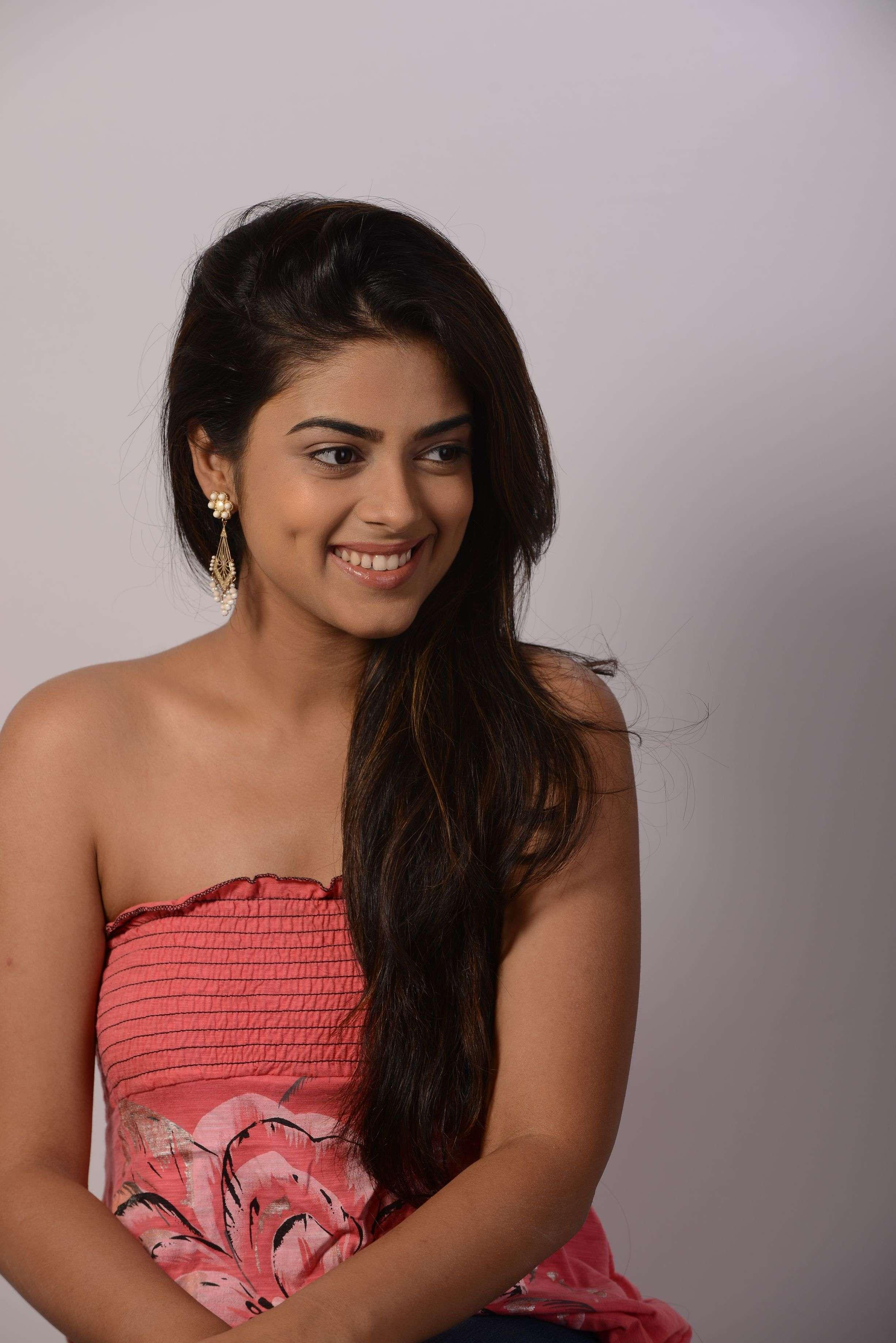 Siddhi Idnani to debut as Srinivas Reddy's Heroine in Jamba Lakidi