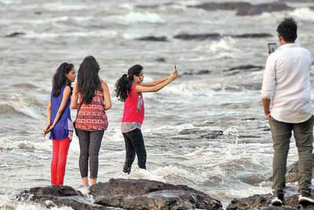 No more selfies at your favourite tourist spot