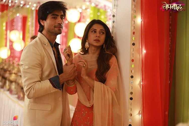 Bepanah: Zoya slips into Aditya's arms – Telly Gossip