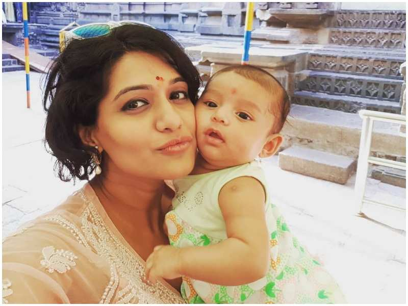 Actress Urmila Kothare takes daughter Jiza on her first long