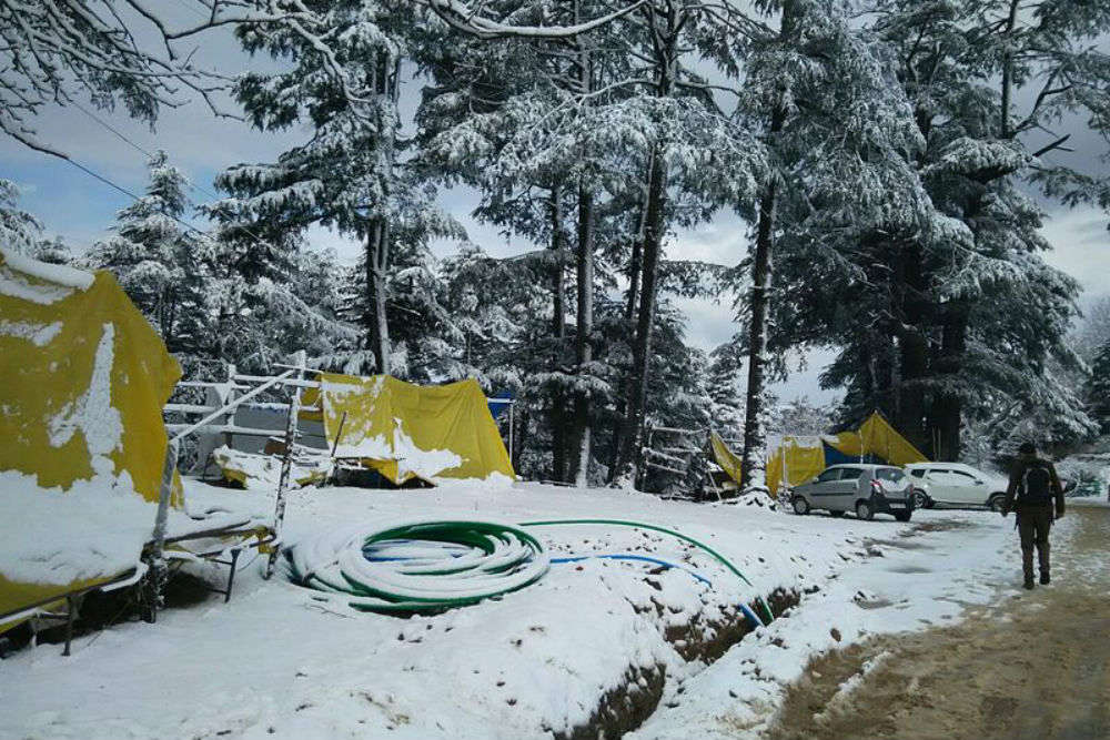 Shimla bombarded by snow and hailstorm, travellers advised to exercise caution