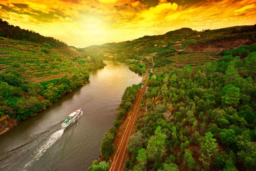 See India in all its glory on a Ganga cruise