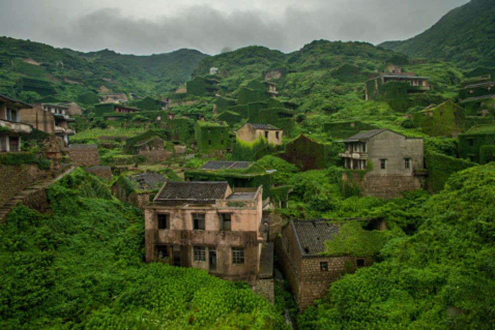 This 'ghost town' in China shows nature in its best eerie form