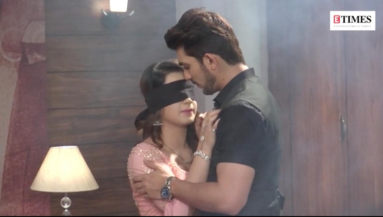 Ishq Mein Marjawan: Deep blindfolds Arohi, the two romance