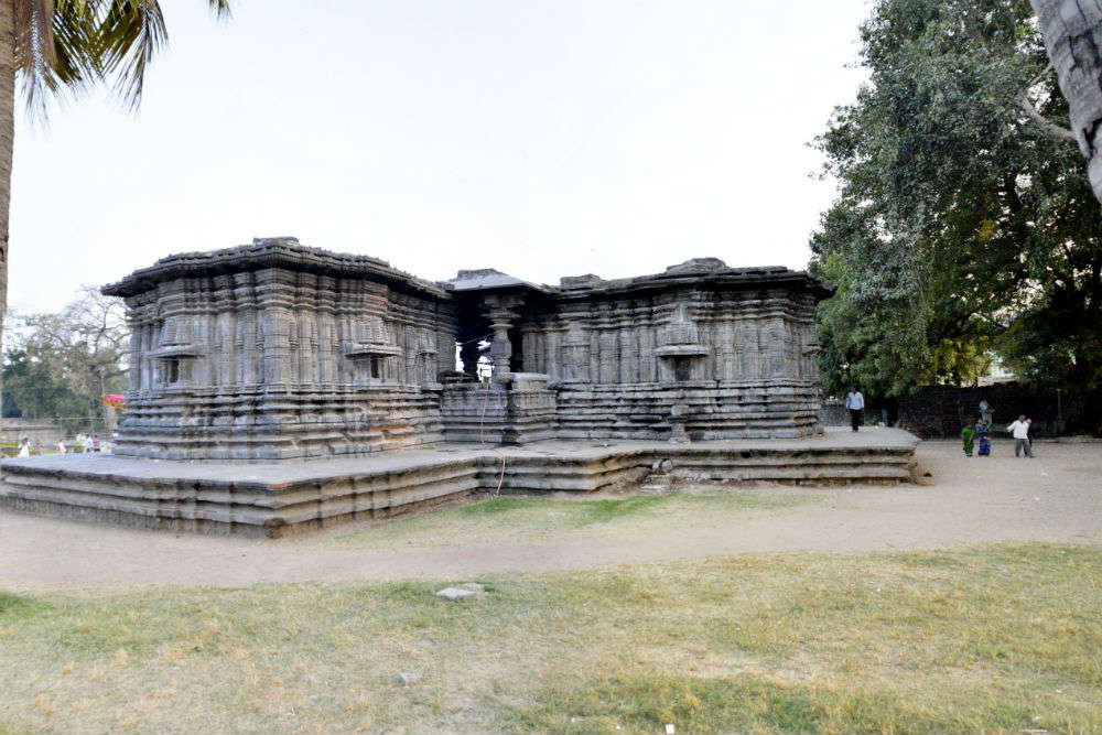India's Thousand Pillar Temple belittles modern technology