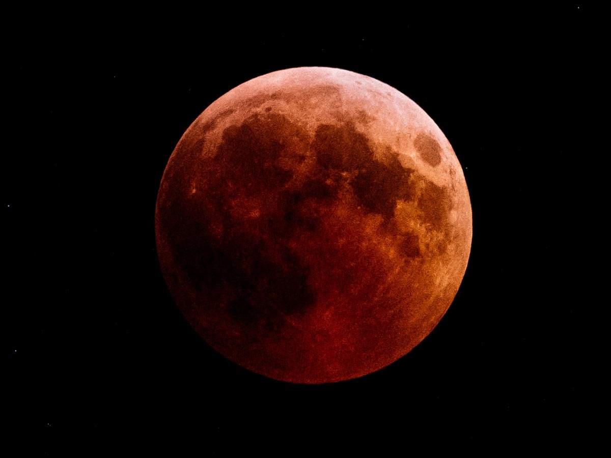 Chandra Grahan 27 July 2018 World Gazes At Total Lunar Eclipse