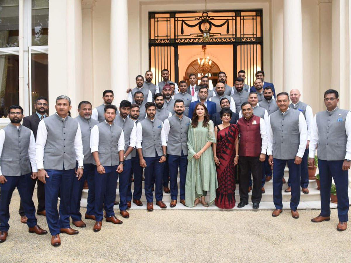 Anushka Sharma: Fans question Anushka Sharma's presence in Team India's official photo   Cricket News - Times of India