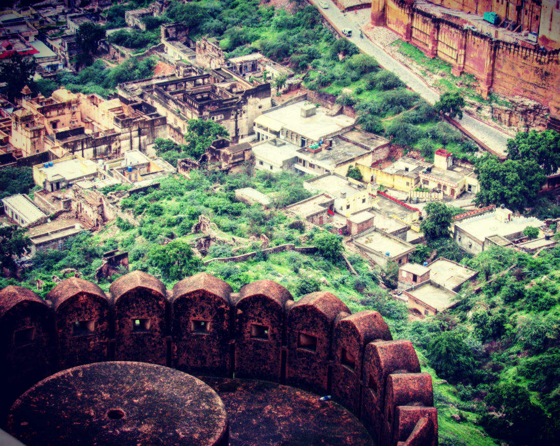 What happened to Jaigarh Fort's treasure and its connection with Indira Gandhi?