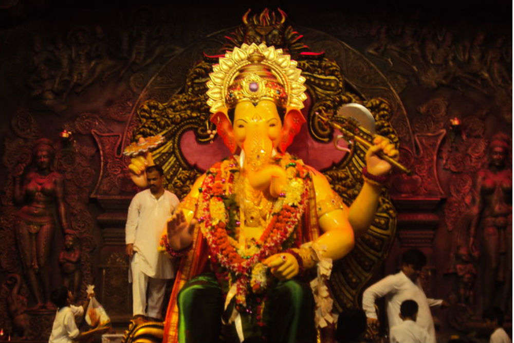 Your quick guide to reaching Mumbai's famous Lalbaugcha Raja Pandal
