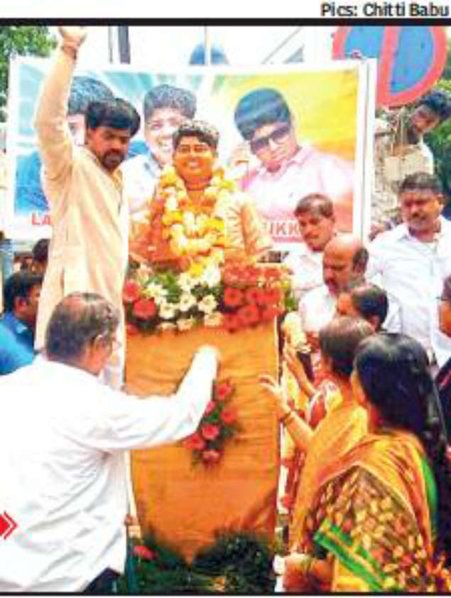 Illegal statue row: Illegal statue row: TRS member Goud