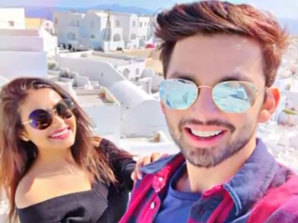 neha-kakkar-and-himanshu-kohli-finally-confirm-their-relationship