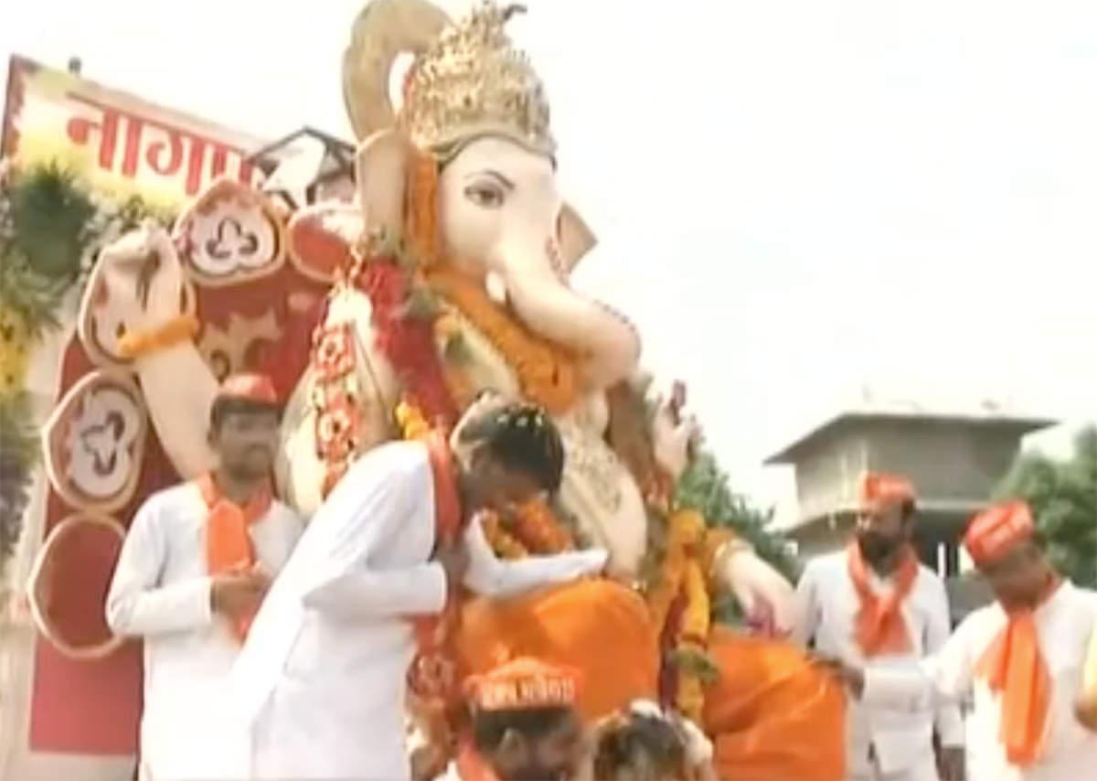 ganesh-chaturthi-2018-people-across-the-country-bid-adieu-to-ganesha-idol