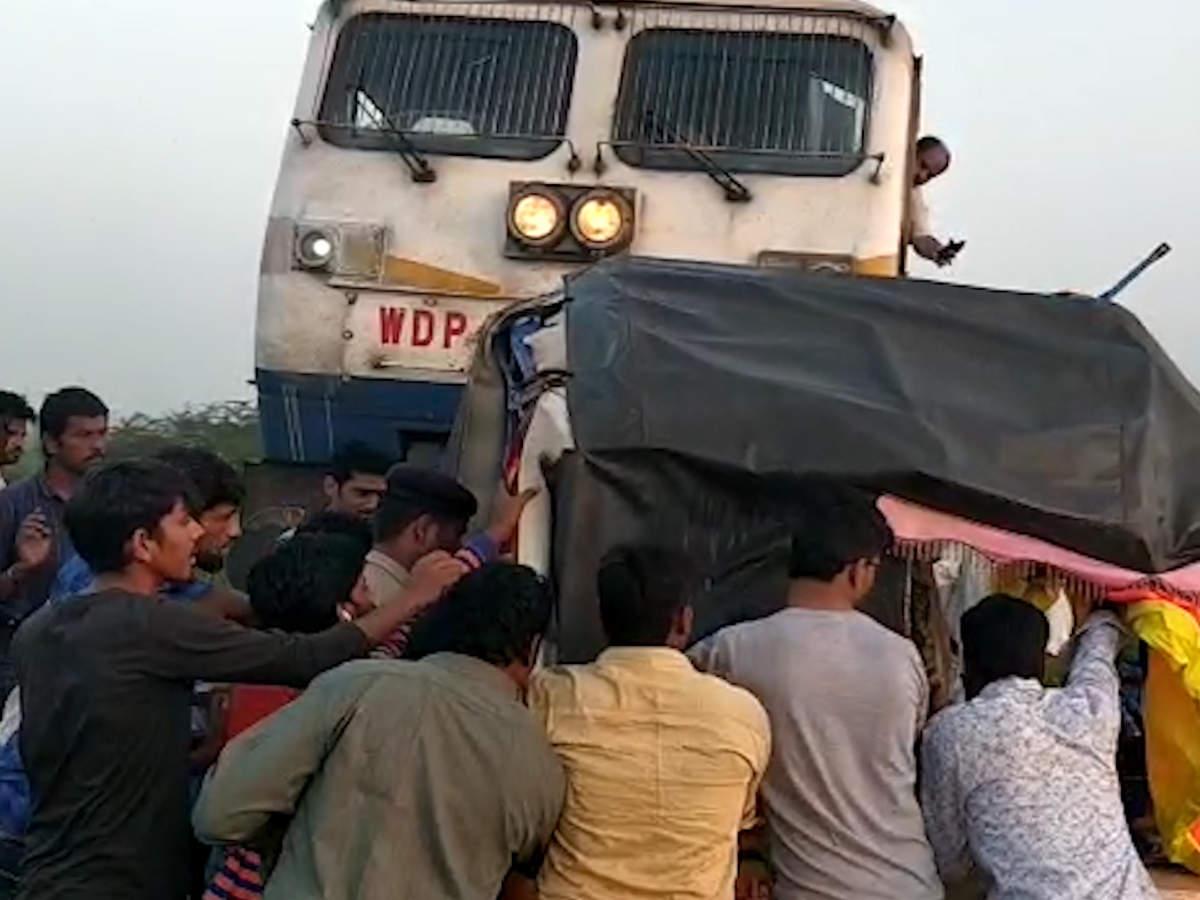 mumbai-bound-train-rams-auto-rickshaw-stuck-on-railway-tracks