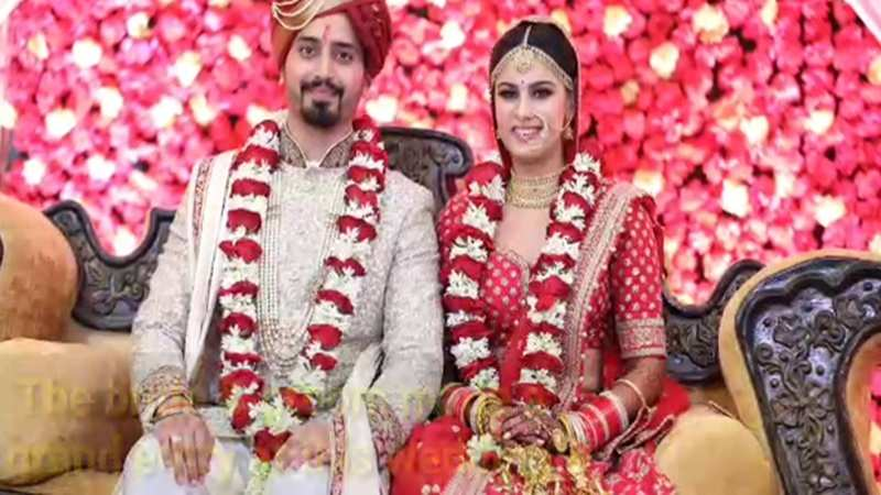 Bride & groom make a grand entry at this wedding in Lucknow