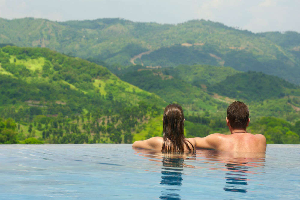 Meet the couple who is travelling the world 'butt naked'!