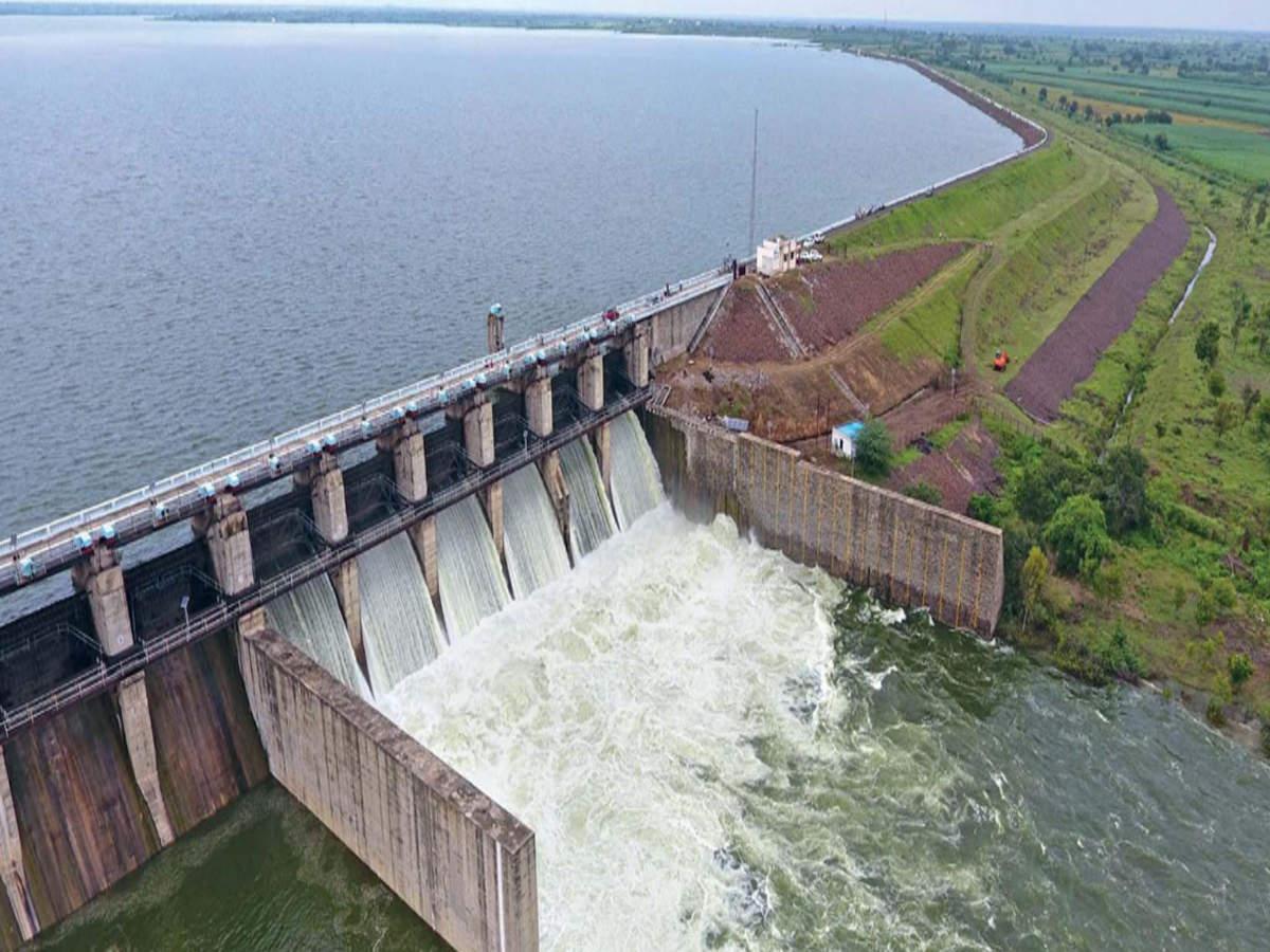 Laturs lifeline Manjra dam touches dead storage marker