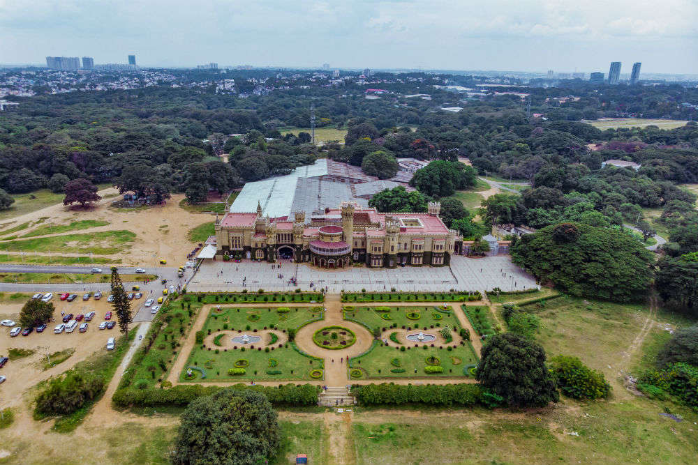 Bryan Adams concert in Bangalore–places to stay in the city for concert-goers