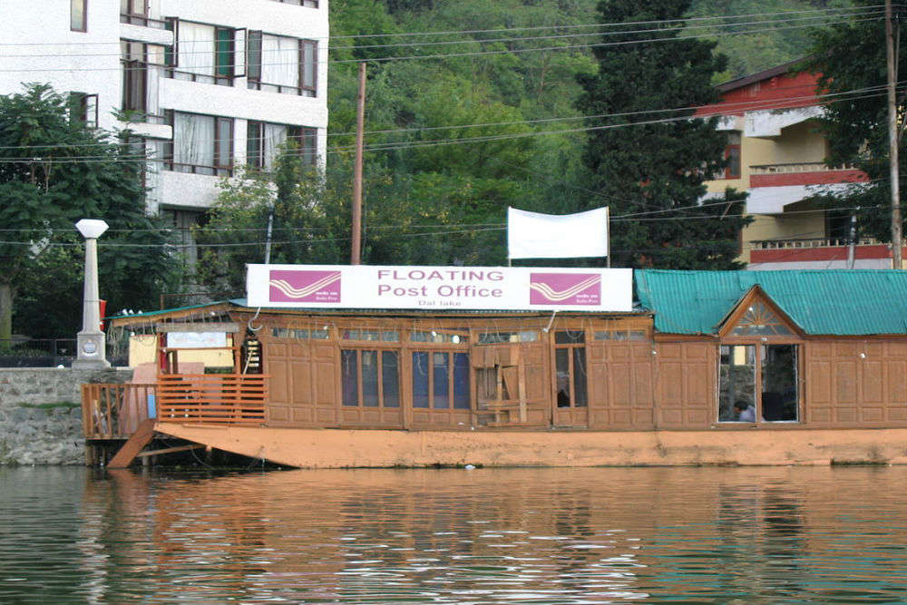 Know about India's one and only floating post office in Srinagar