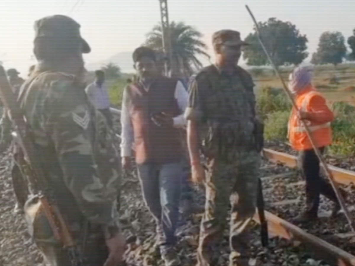 movement-of-trains-disrupted-as-naxals-blow-up-railway-track-in-giridih