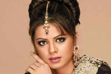 Rucha finds match through marriage bureau! - Times of India