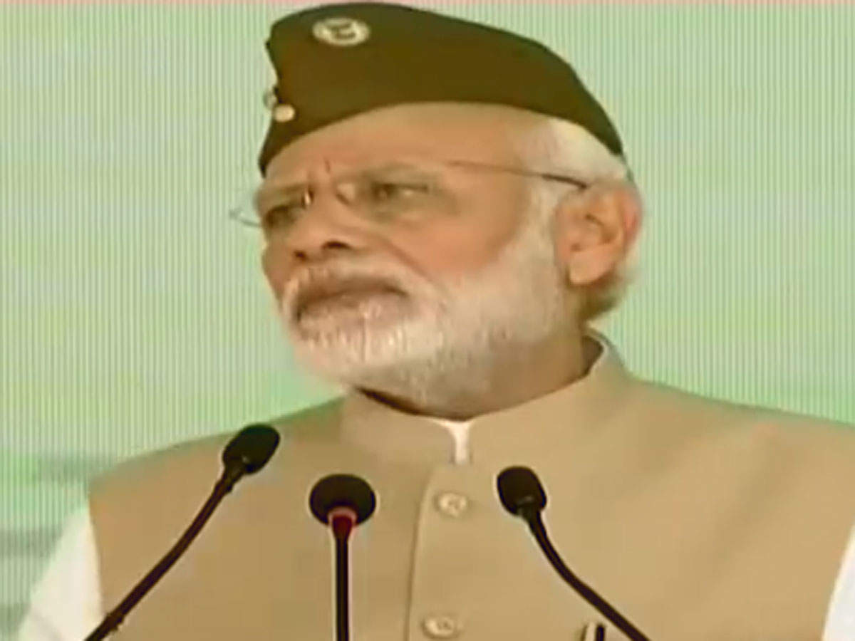 pm-hoists-tricolour-at-red-fort