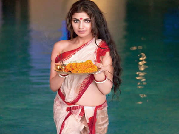 Rachel White Turns Up The Heat In This Traditional Wet Saree Look Bengali Movie News Times Of India