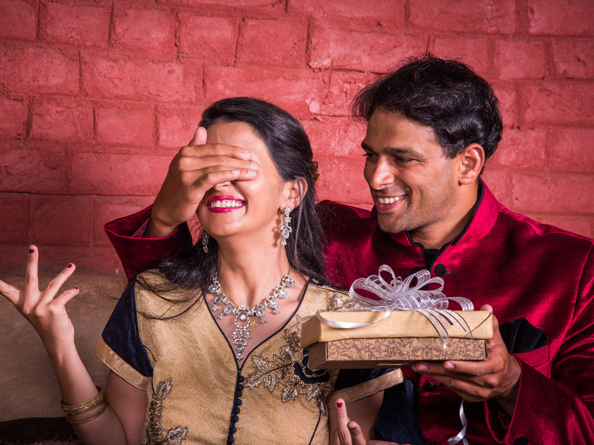 Karwa Chauth 2018 Romantic Gift Ideas For Wife This Karwachauth