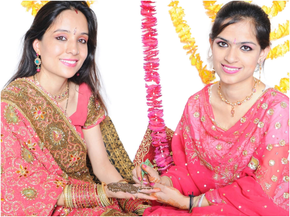 Karva Chauth Mehndi Designs 2019: Best Karwa Chauth Mehndi Designs with Images, Photos, Pictures
