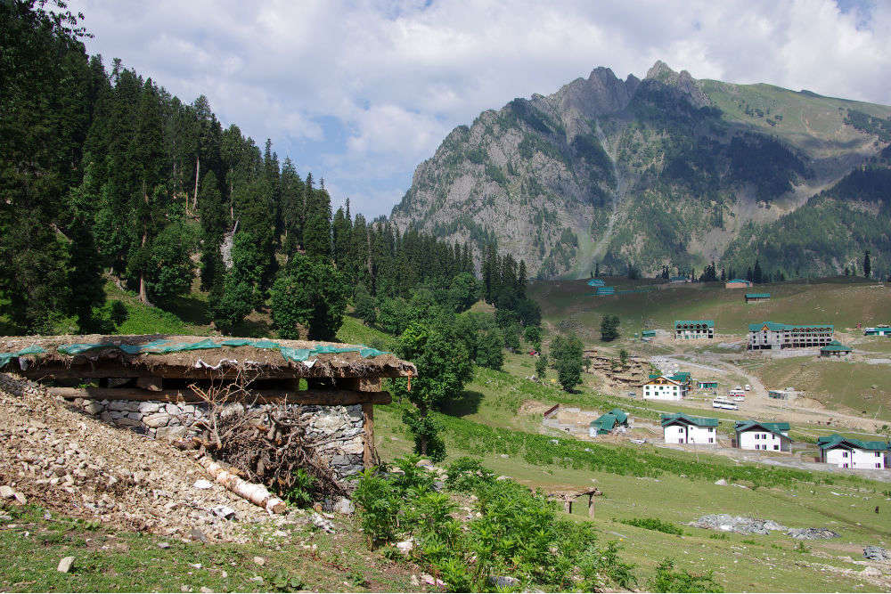 Even without electricity supply, staying in Chatpal in Kashmir is like a fairytale