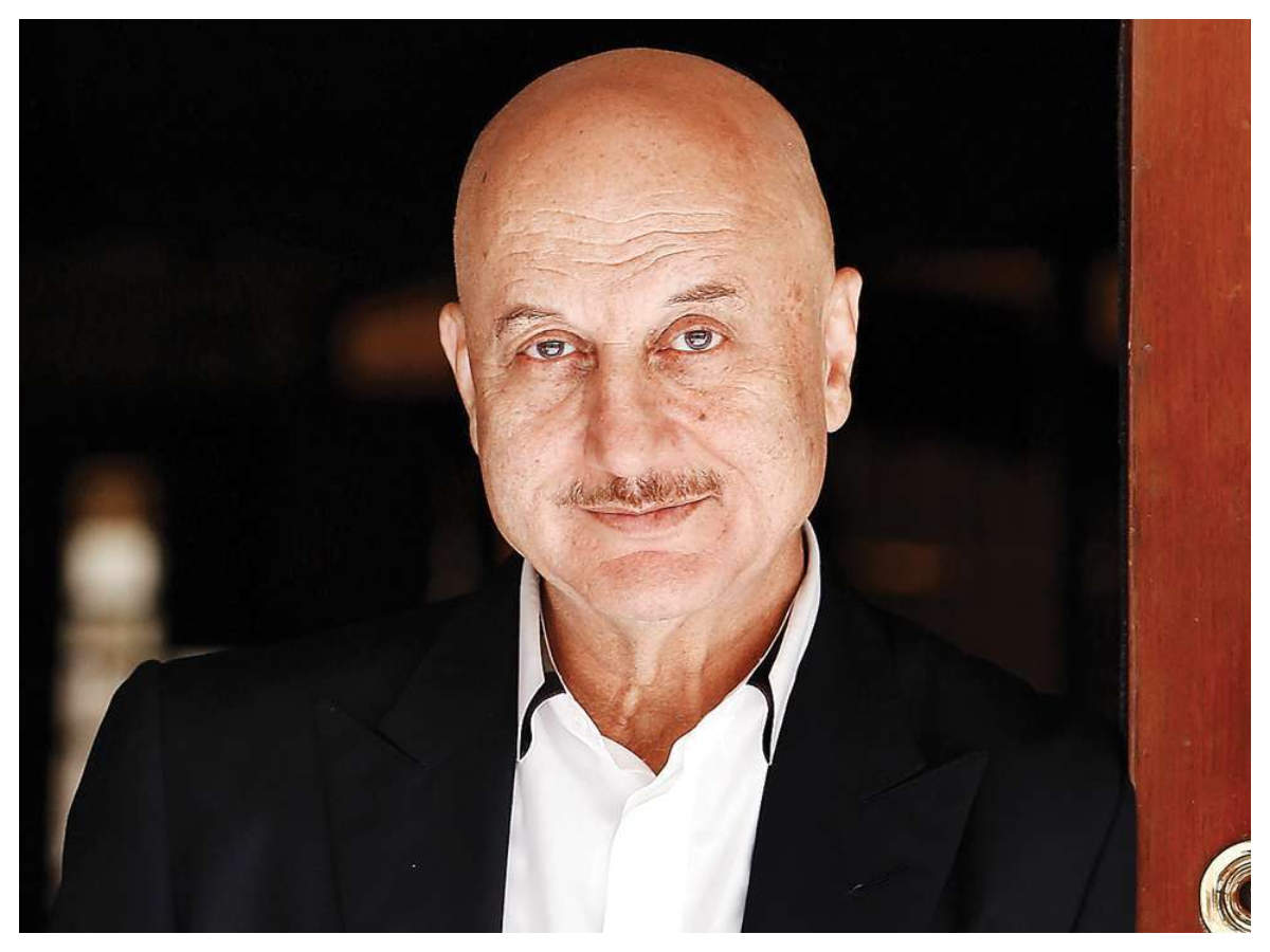 Anupam Kher Resigns As Ftii Chairman | Hindi Movie News