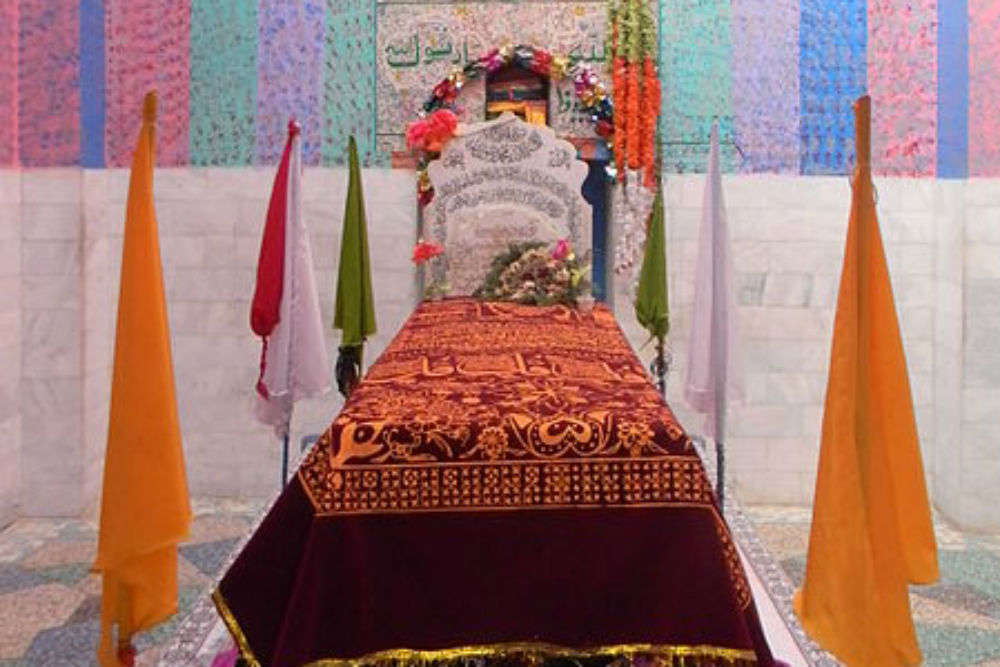 In this village is the tomb of legendary lovers, Heer and Ranjha