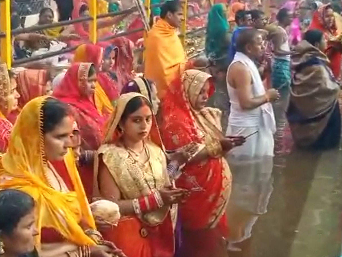 chhath-puja-indore-soaks-in-the-spirit-of-festival