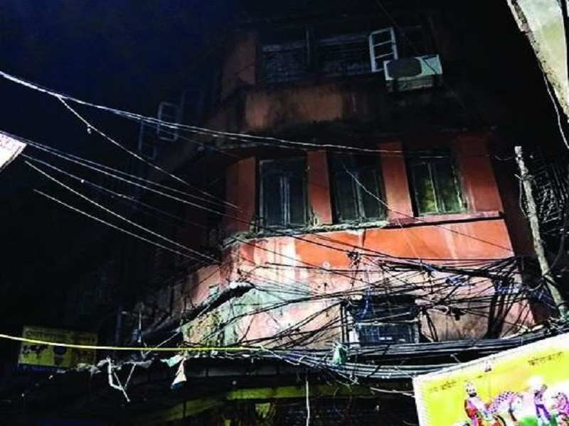 Suicide pact Woman dies mother-daughter gets hurt after jumping from a building