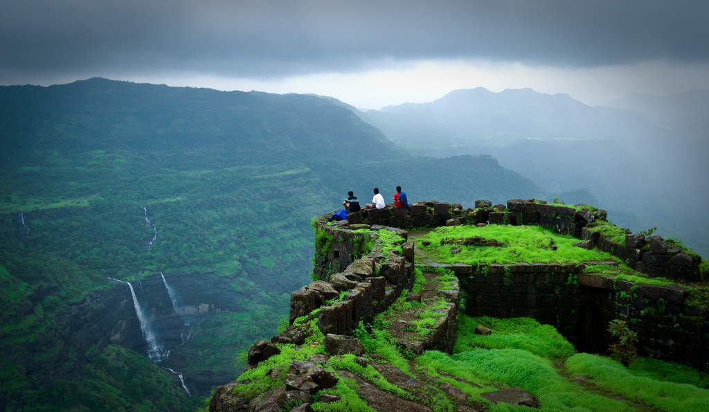 5 spectacular destinations for night treks in India