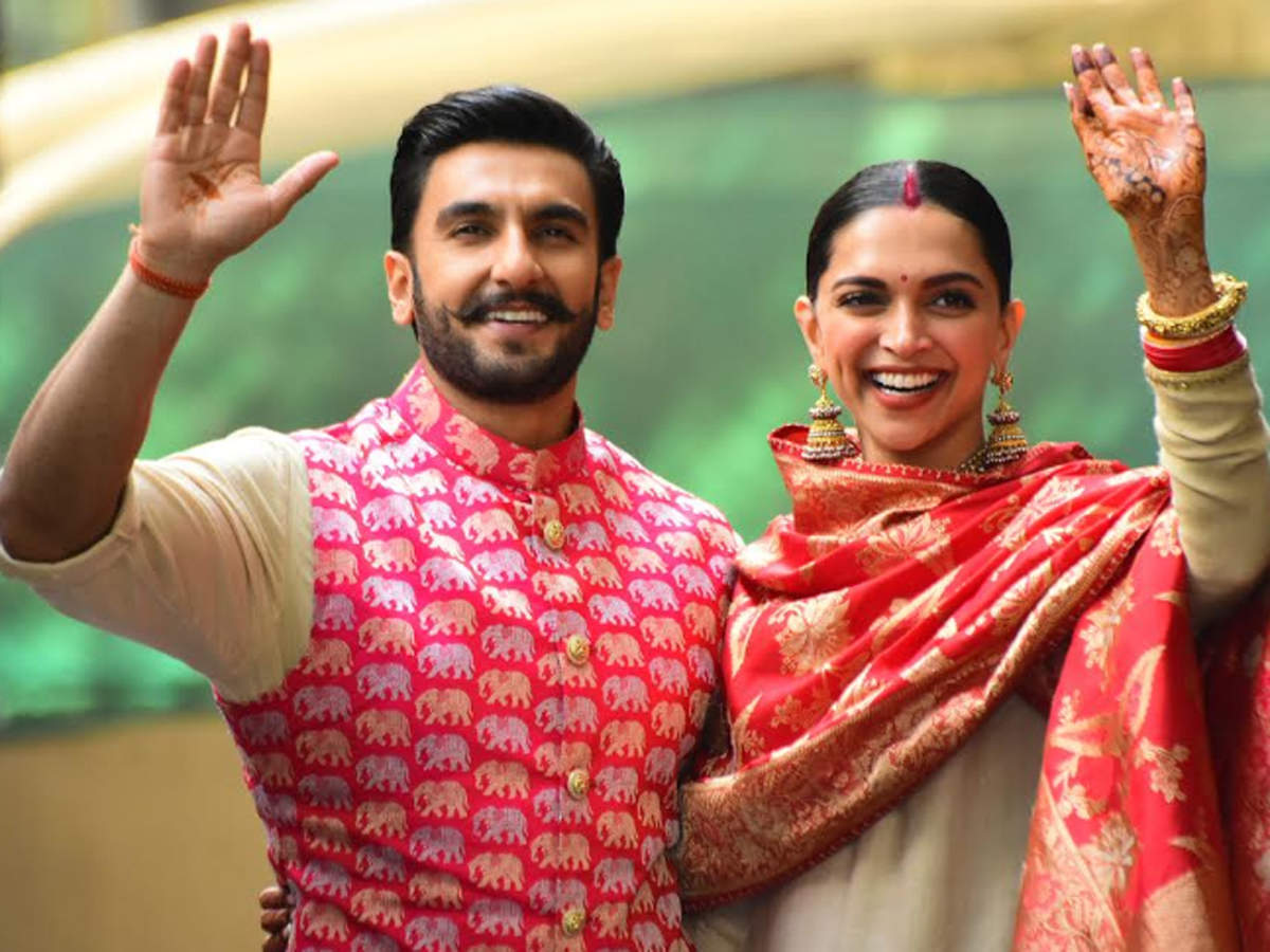 Photos: Elated Ranveer Singh and Deepika Padukone reach home, thank fans and the paparazzi for their wishes - Times of India