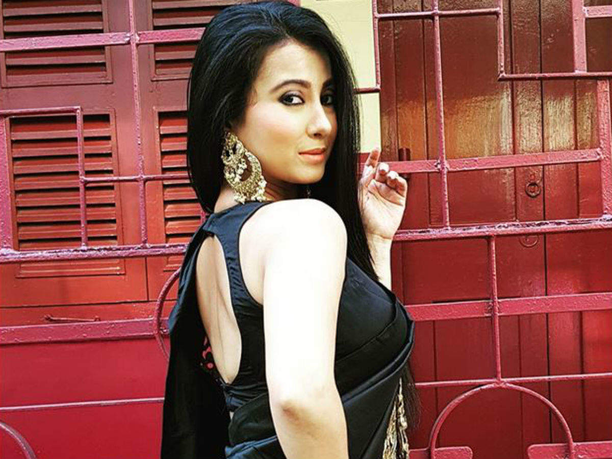 Actress Monami Ghosh sizzles in a black saree