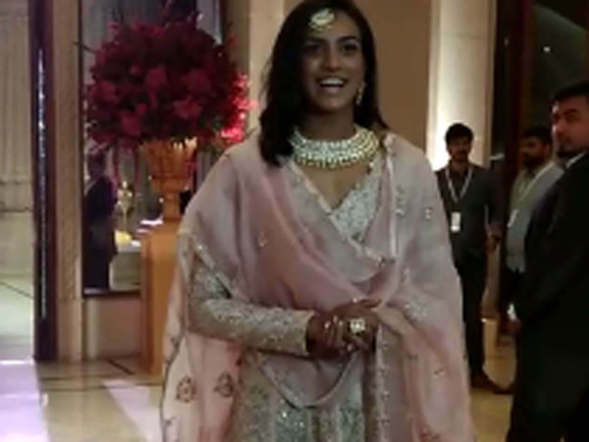 Badminton player P.V.Sindhu, former cricketer Anil Kumble and wife attend Ranveer Singh and Deepika Padukone's Bengaluru wedding reception - Times of India