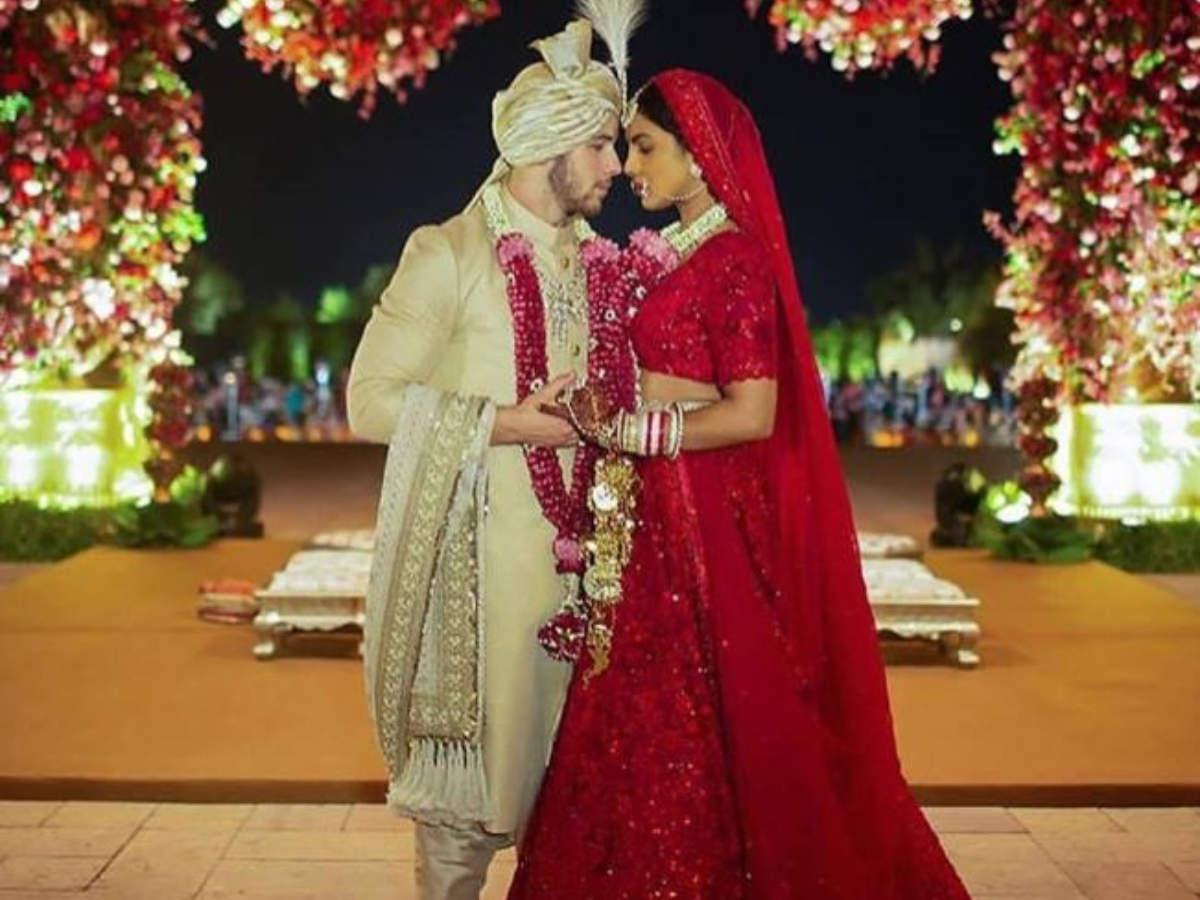 lehenga priyanka chopra wedding pics