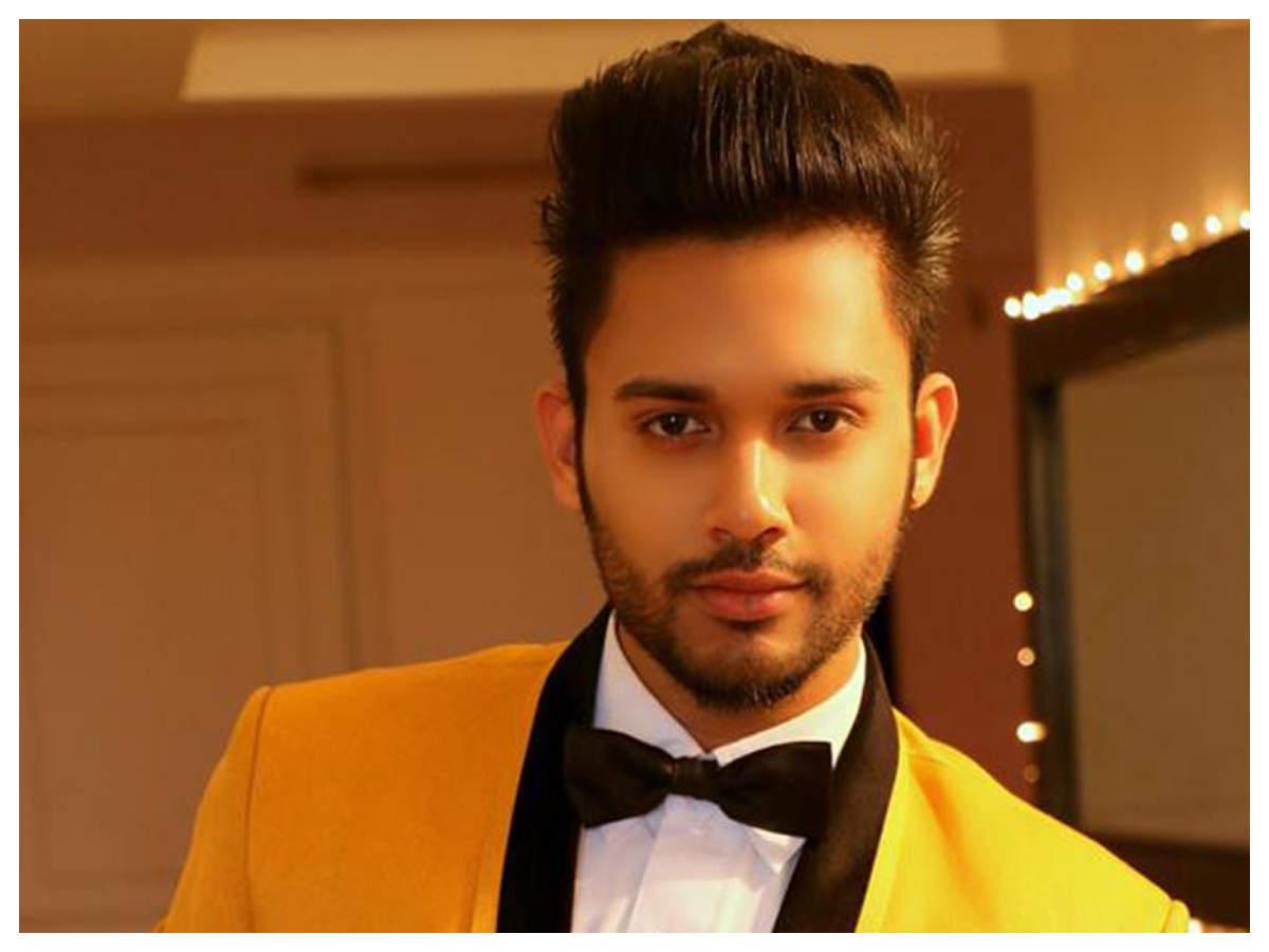 Photos: Popular singer Stebin Ben reprises the cult song 'Mera Dil Bhi  Kitna Pagal Hai' from 'Saajan' | Hindi Movie News - Times of India