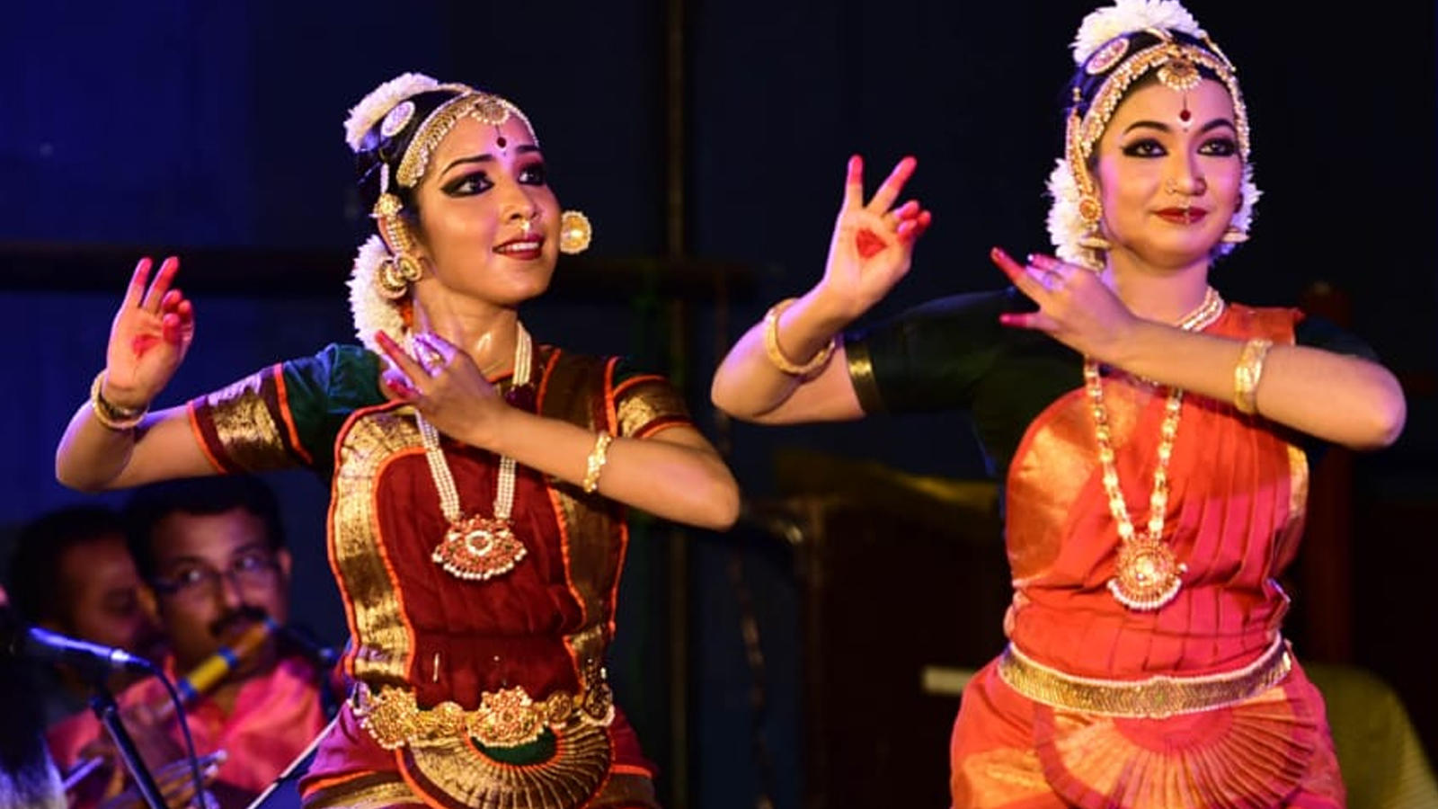 Group of Bharatanatyam dancers enthral the audience in Kochi
