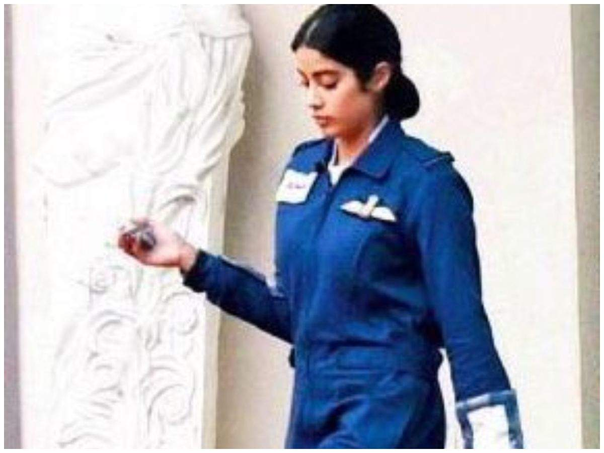 Photo Janhvi Kapoor S First Look As Gunjan Saxena India S First Female Combat Aviator Hindi Movie News Times Of India
