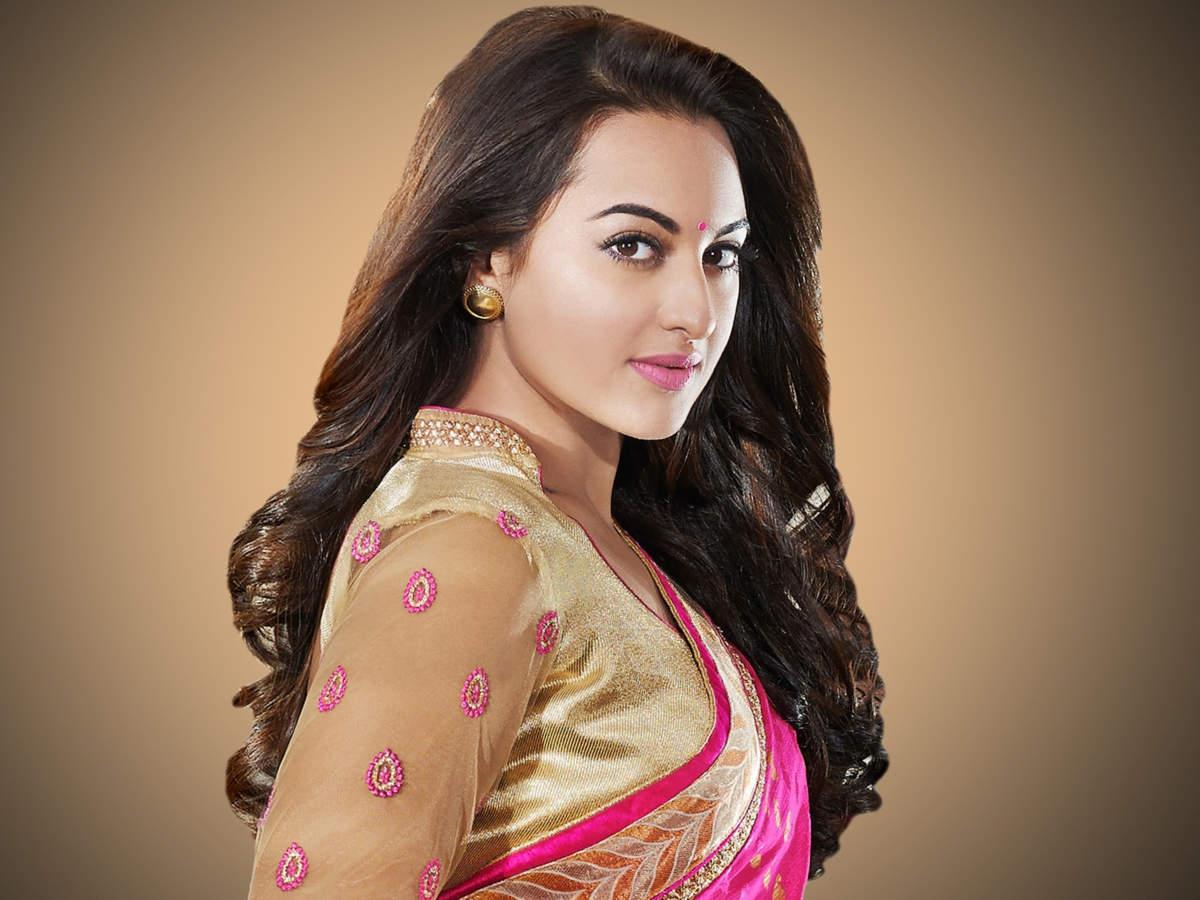 Sonakshi Sinha Nude Photos 11