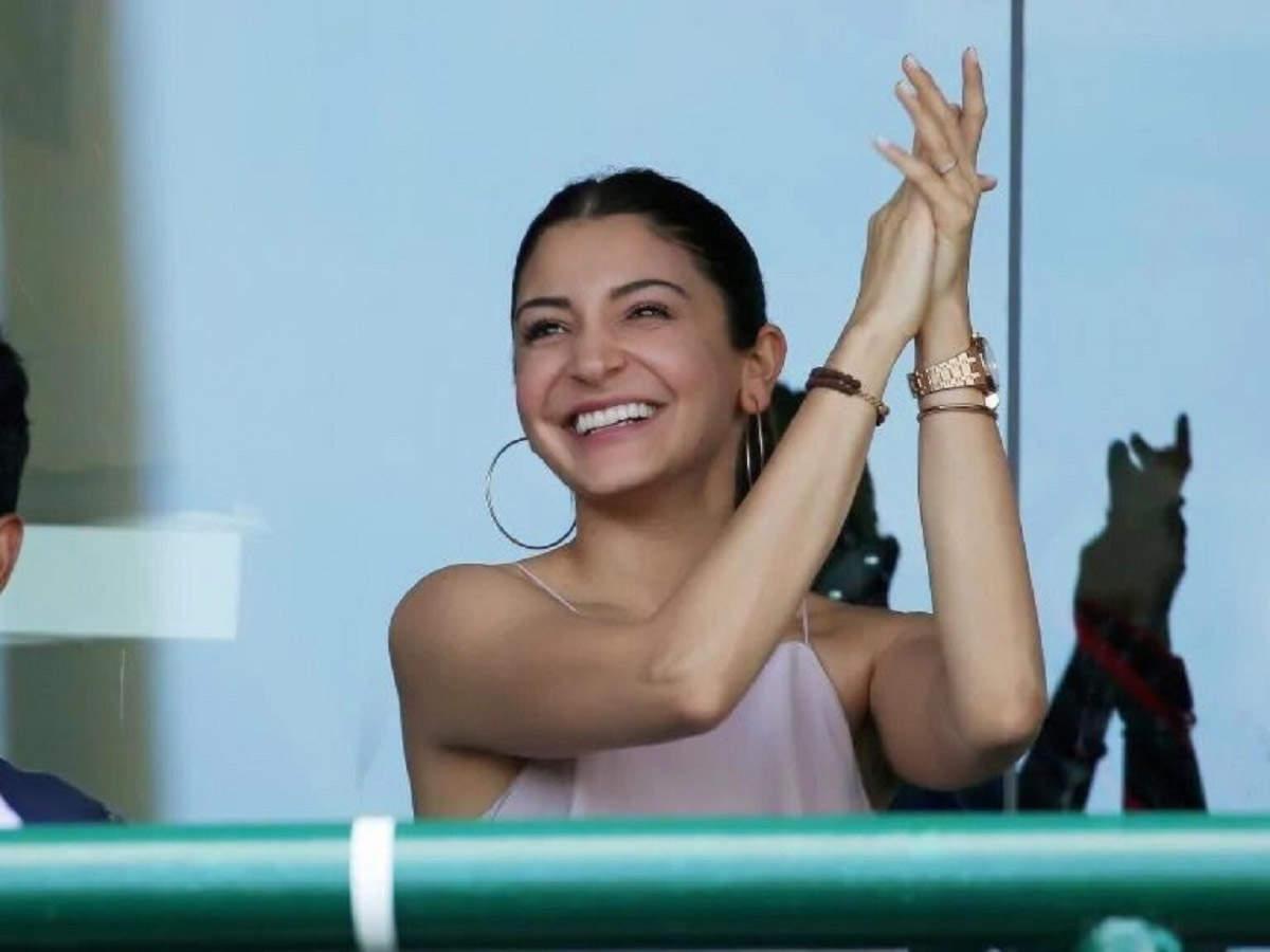 Anushka Sharma Sex Scene anushka sharma looks pretty as she cheers for husband virat